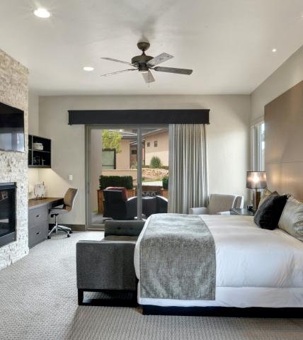 Casita King bedroom