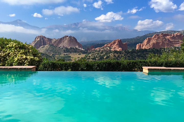 garden of the gods resort pool with mountain view